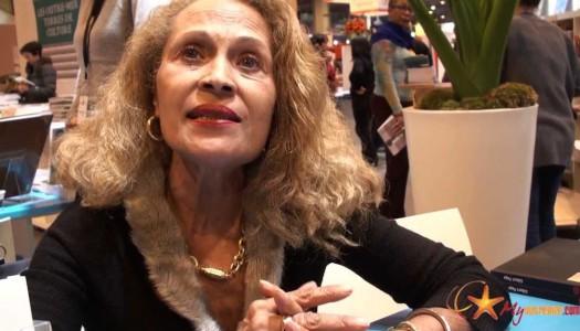 Suzanne DRACIUS reçoit son Prix au Salon du Livre 2010